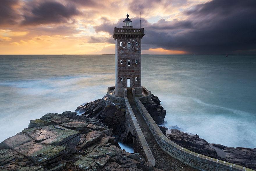Mercusuar Terindah di Dunia - Gambar Foto Lampu Mercusuar Kermorvan Lighthouse, Bretagne, Perancis