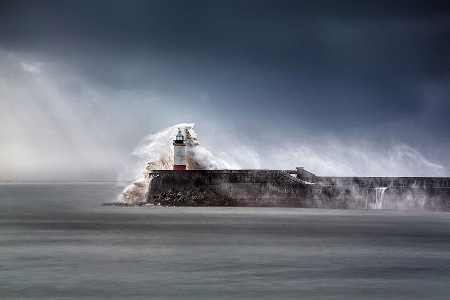 Mercusuar Terindah di Dunia - Gambar Foto Lampu Mercusuar Newhaven Breakwater Lighthouse, East Sussex, Inggris