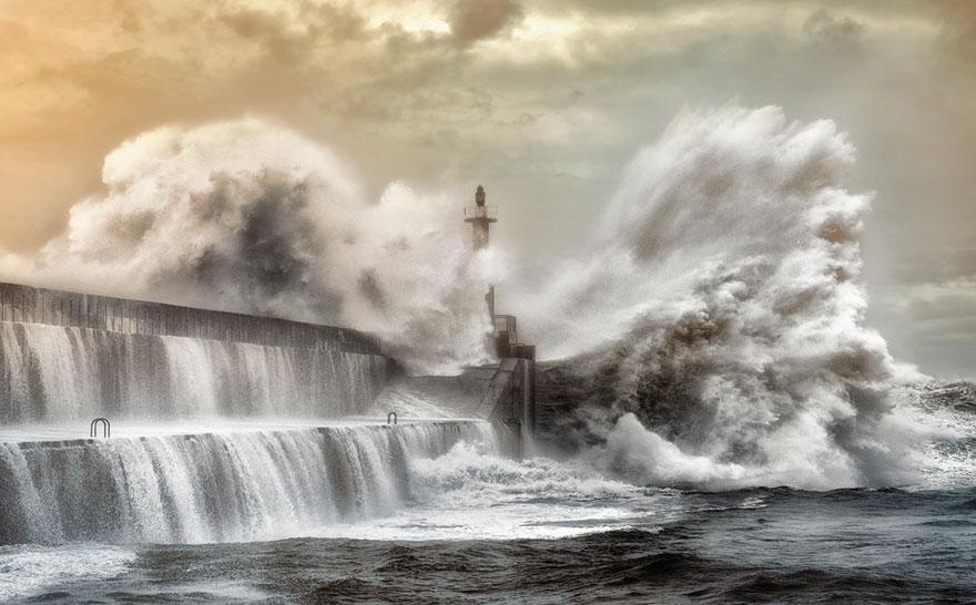 Mercusuar Terindah di Dunia - Gambar Foto Lampu Mercusuar San Esteban De Pravia, Spanyol